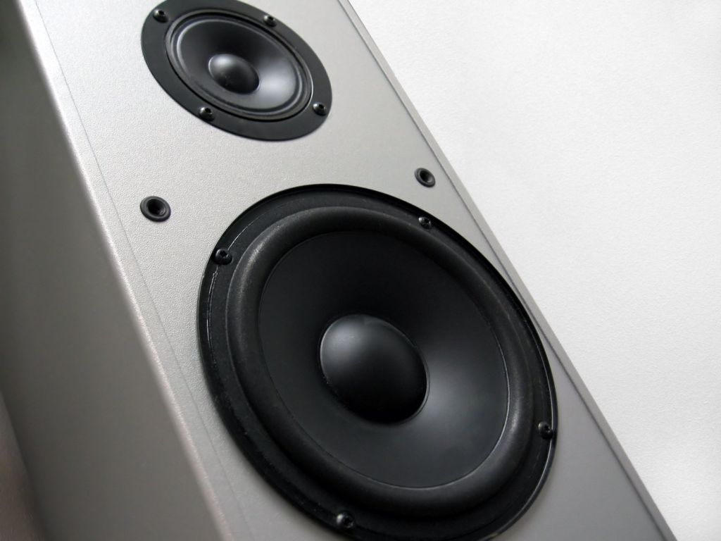 The Top Rated Home Theater Systems are dpendent on whether you're after 2.1 or 5.1 sound. This is a speaker