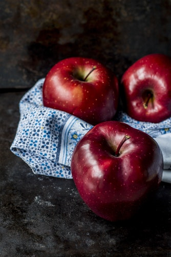A picture of red apples
