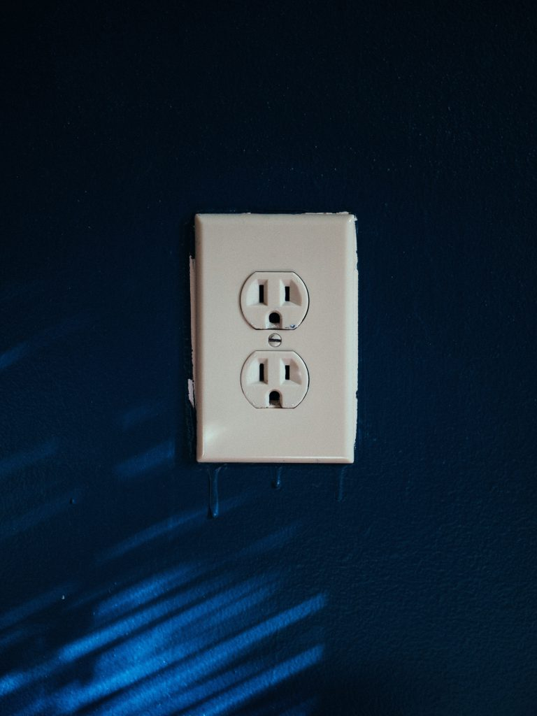 a picture of a wall outlet