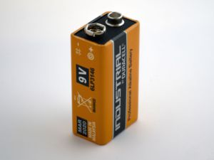 A picture of a 9 volt battery
