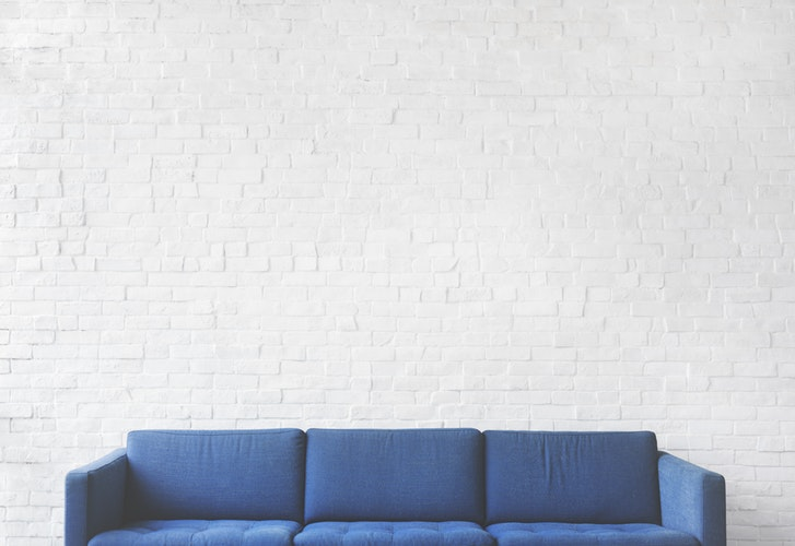 A picture of a blue couch