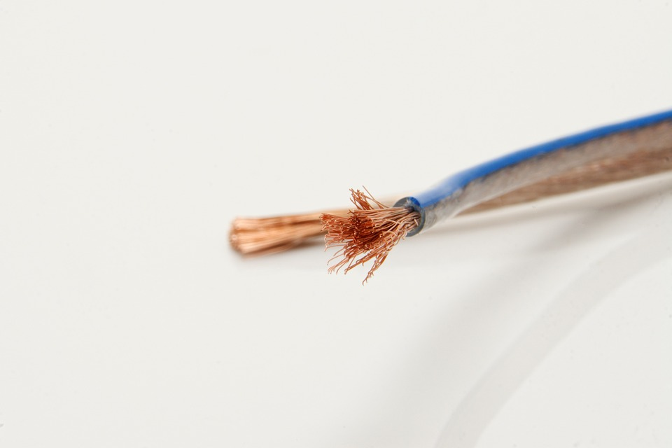 A picture of speaker wire