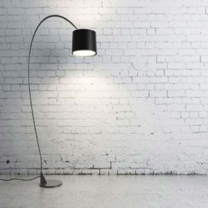 An adjustable freestanding lamp