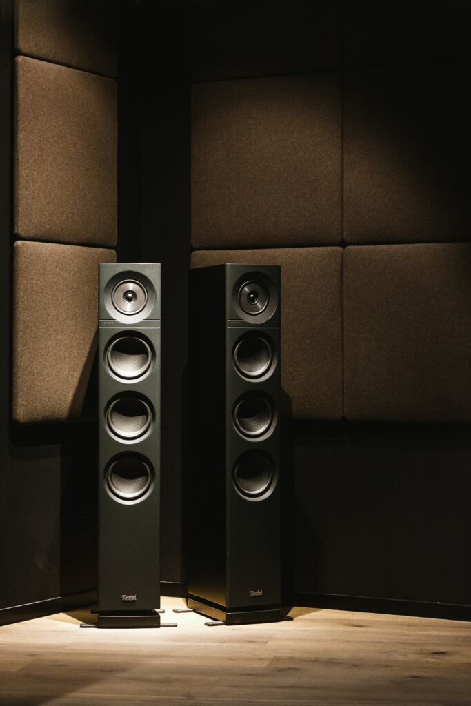A picture of tower speakers
